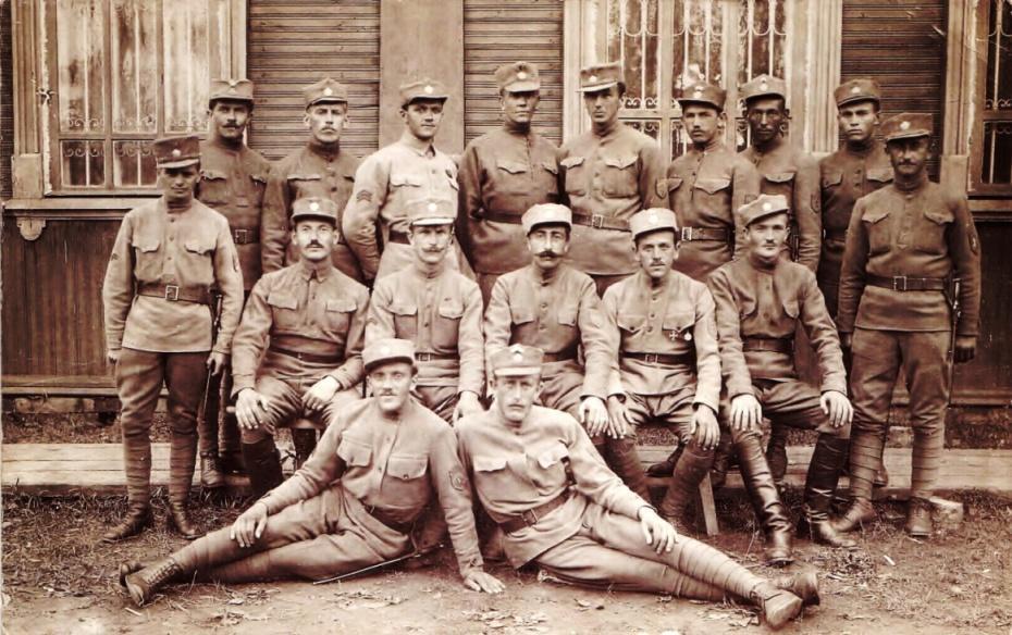 Группа солдат 2-го стрелкового полка. Третий слева легионер Джозеф Крулих. Сентябрь 1919