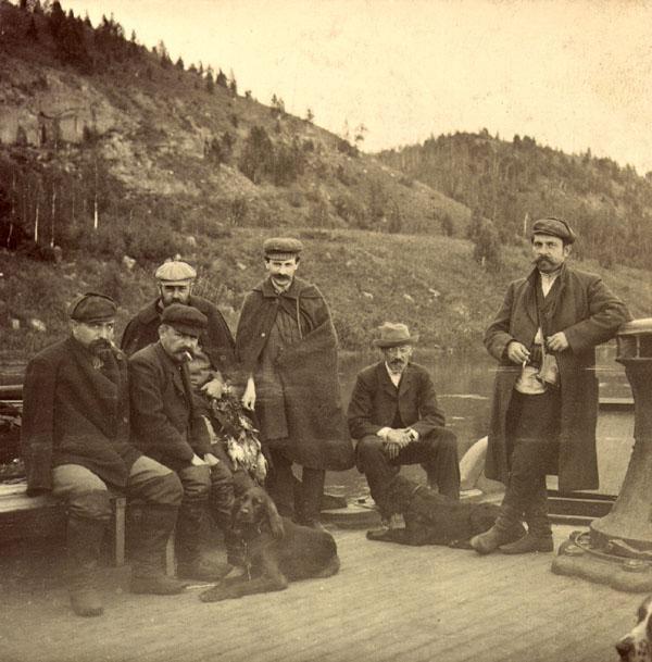 """На пароходе """"Бурят"""", возвращающиеся охотники. 22 июля 1907"""