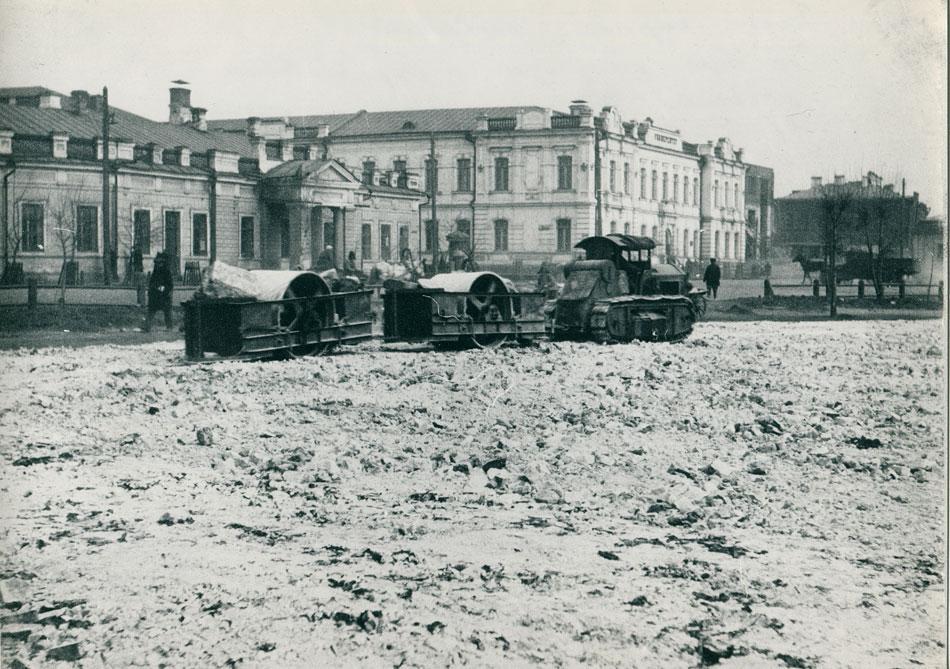 Остатками Казанского кафедрального собора была отсыпана площадь III Интернационала (сквер Кирова).