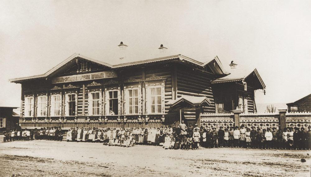Ремесленно - слободское городское начальное училище на Знаменской улице.