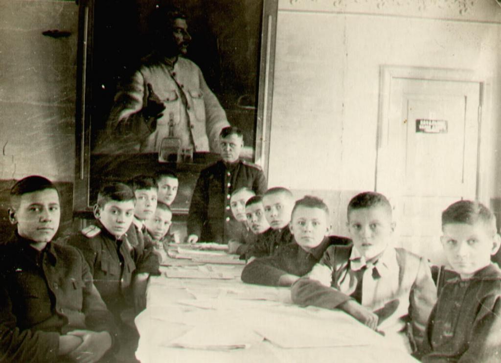 Во Дворце пионеров обучались ребята, которые в день открытия обеспечивали движение поездов