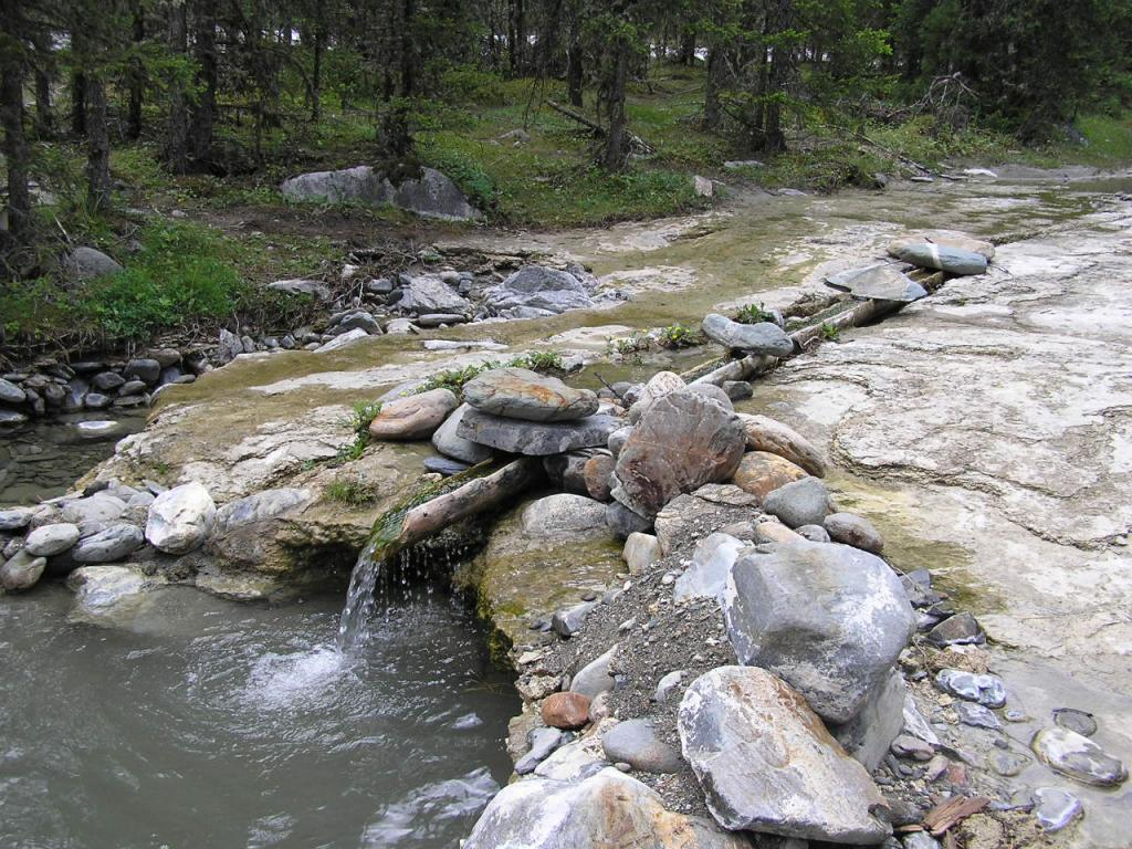 Минеральные ванны. Шумак-это священное целебное место. Кроме источников есть там минеральные и радоновые ванны.