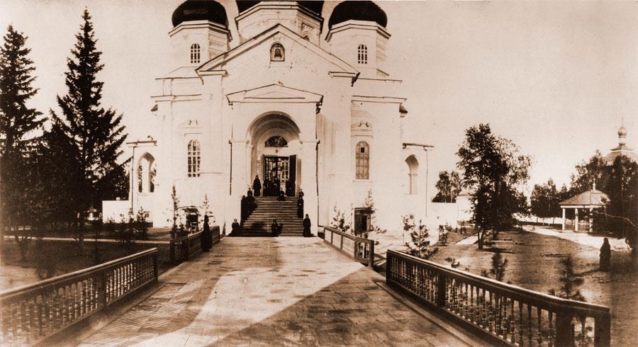 Соборный храм Иркутского Вознесенского монастыря. Фото А. К. Гофмана. 1872. Собрание НБ ИГУ.
