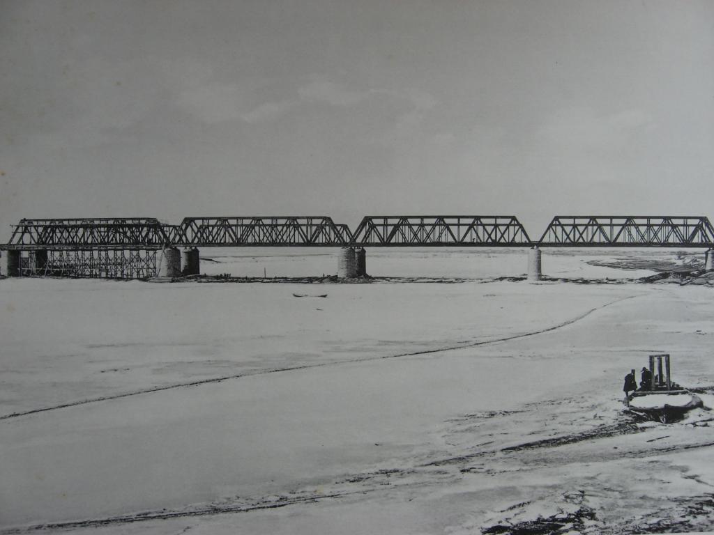 2985 верста. Общий вид моста через р. Белую. Строительный период 1910-1911 гг.