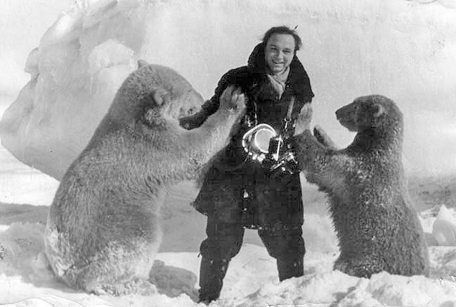Кинооператор Владислав Мишин. Интервью с белыми медведями за полярным кругом