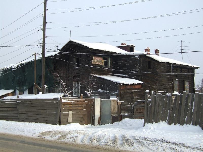 Архиерейская дача, Лагерный переулок, дом № 2. Крупный загородный особняк для иркутских архиереев был построен в 1858 году, недалеко от реки Ушаковки. В здании была устроена домовая церковь во имя Иоанна Богослова. В советское время здание ни разу не ремонтировалось, использовалось под коммунальное жилье, с 1990-х оно неоднократно горело, в связи с чем находится в аварийном состоянии и частично отселено.