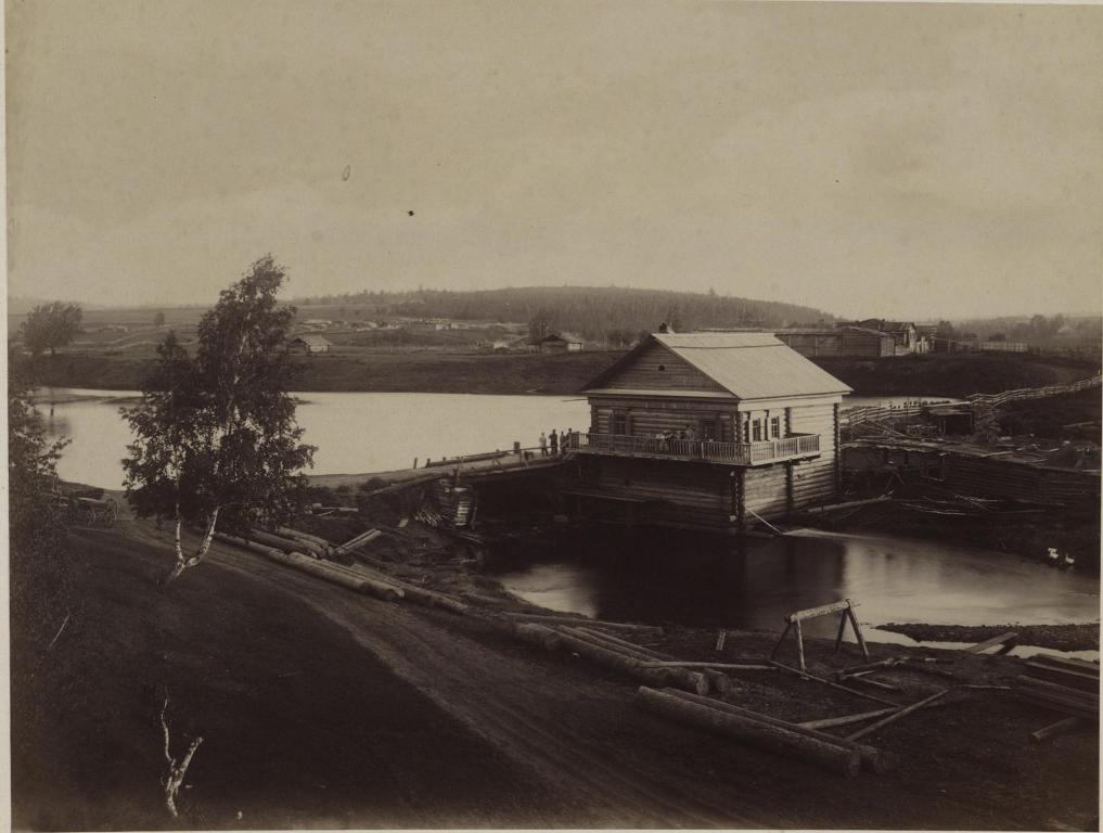 За Глазковым и Кайской горой, мельница на реке Кае.