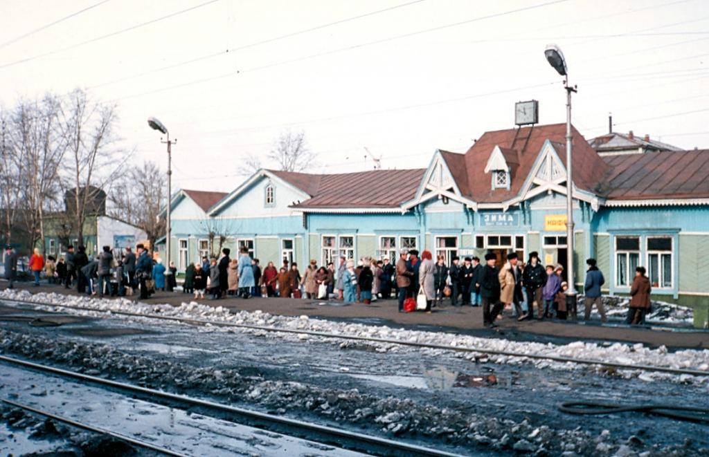 Транссибирская магистраль - 1990 год. В ожидании поезда на станции Зима
