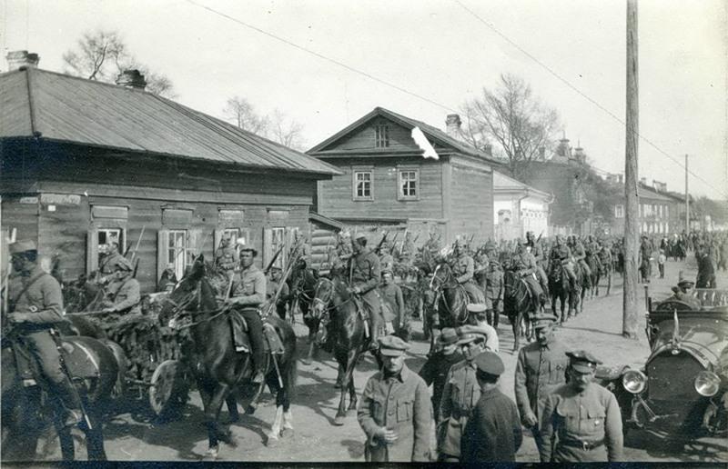 Торжественный проход 1 стрелкового полка. Иркутск 1918