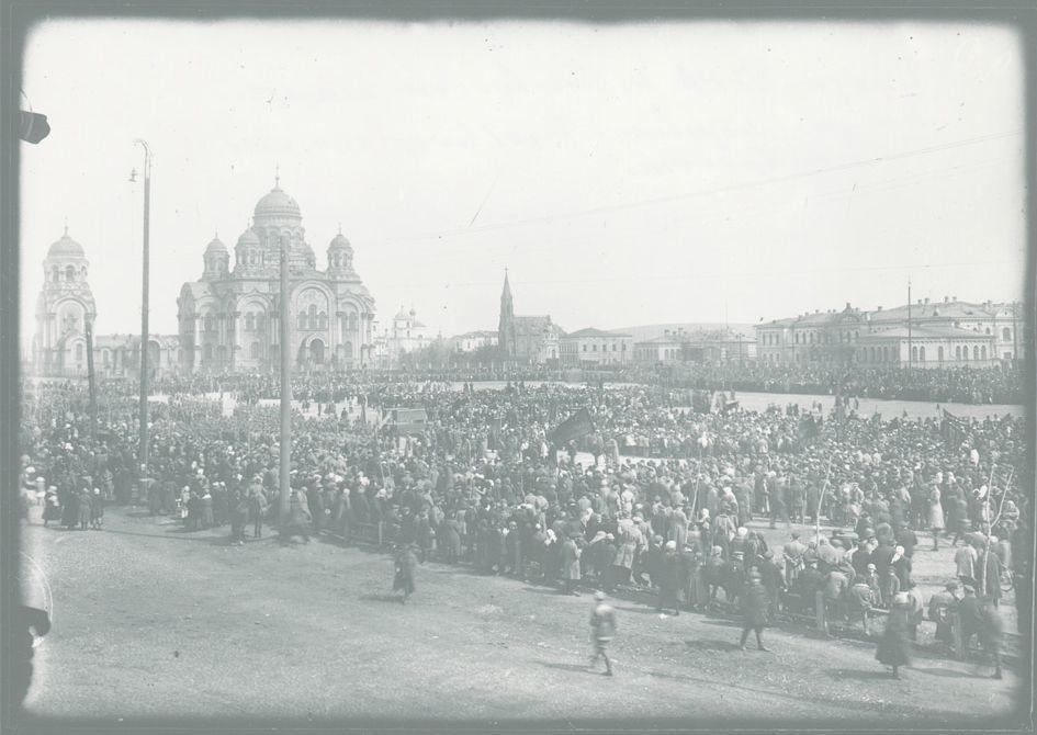 Парад Красной Армии на площади Третьего Интернационала (Тихвинской площади)