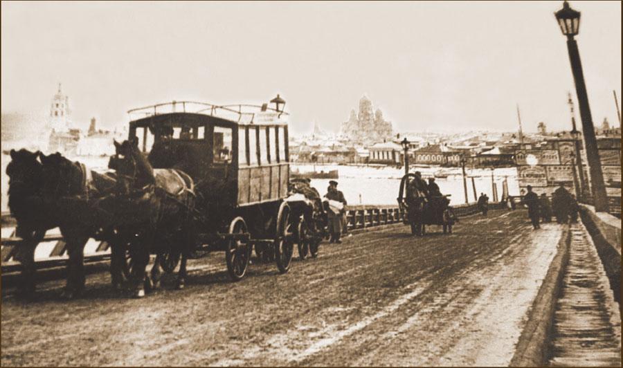 Конка на Николаевском понтонном мосту. Фото. Начало ХХ в