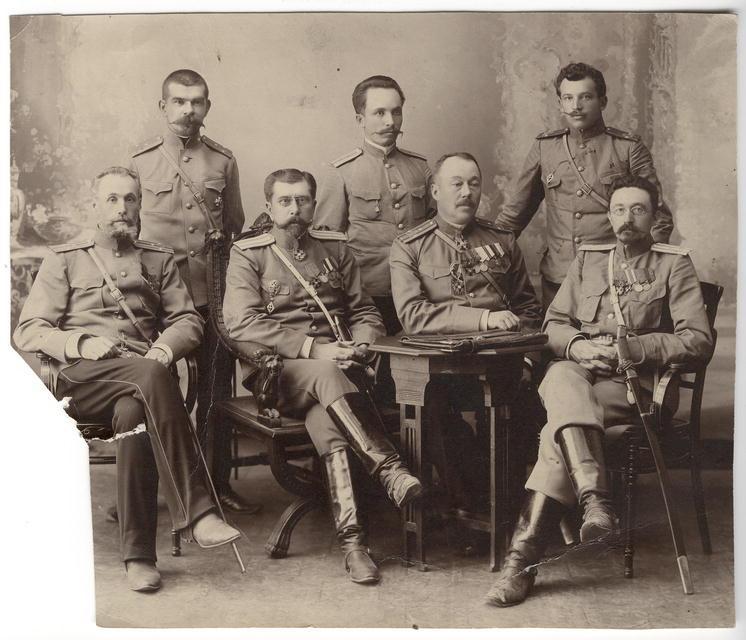 Чины иркутской жандармерии во главе с полковником М.И.Познанским. Начало ХХ века