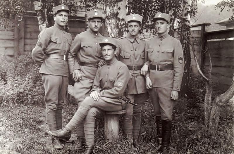 Группа чехословацких легионеров в новой униформе (Иркутск, 10.12.1919 год)