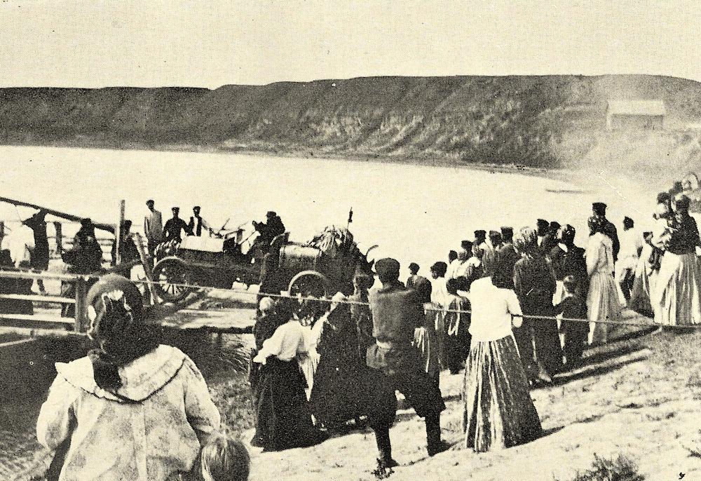 Пересечение сибирской реки на пароме