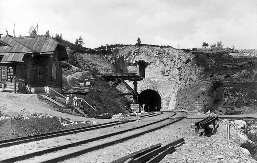Разрушенный партизанами туннель на Кругобайкальской железной дороге