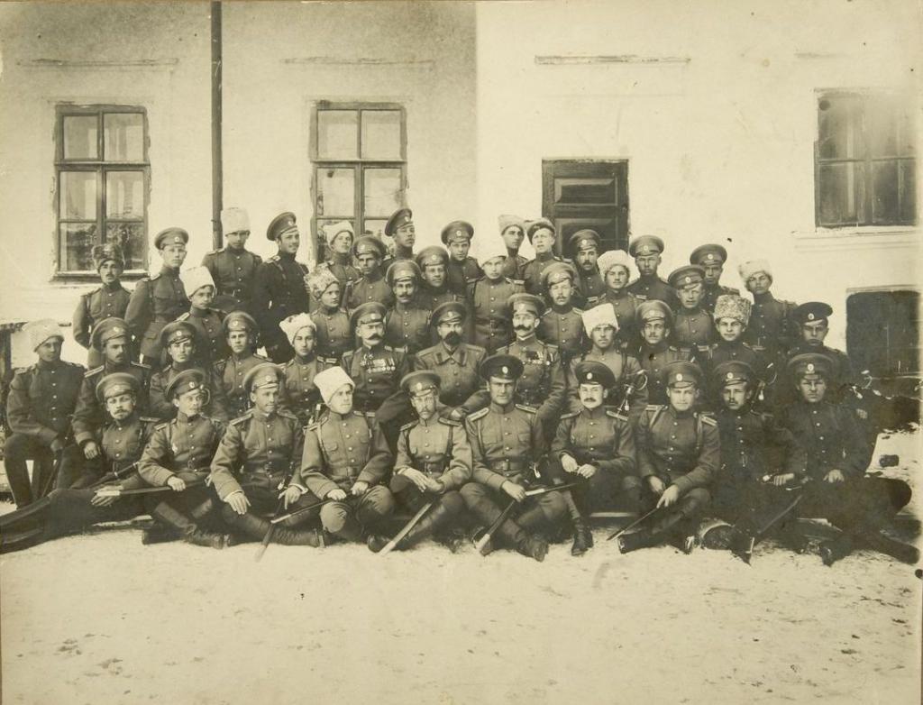 Фото выпуска Иркутской школы прапорщиков. Иркутск, 1914-1917-е гг