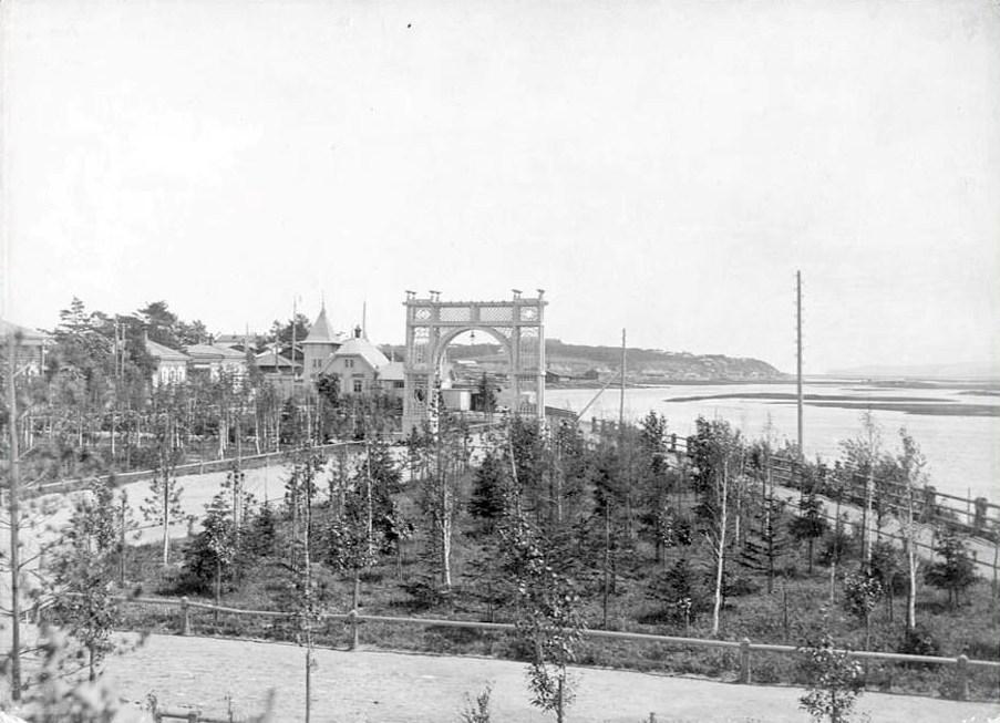 Сквер и памятник Александру III в г. Иркутске. 1910 год