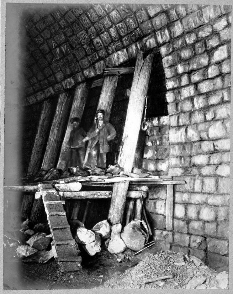Внутренний вид строительства свода тоннеля