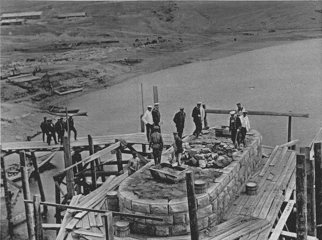 2985 верста. Осмотр кладки быка моста через р. Белую. Строительный период 1910 г.