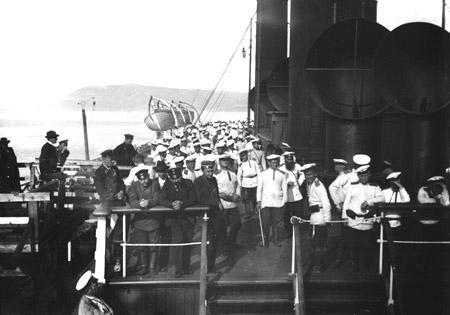 """Байкал. Паром """"Байкал"""". Отправка новобранцев на русско-японскую войну. Примерно 1903 год."""
