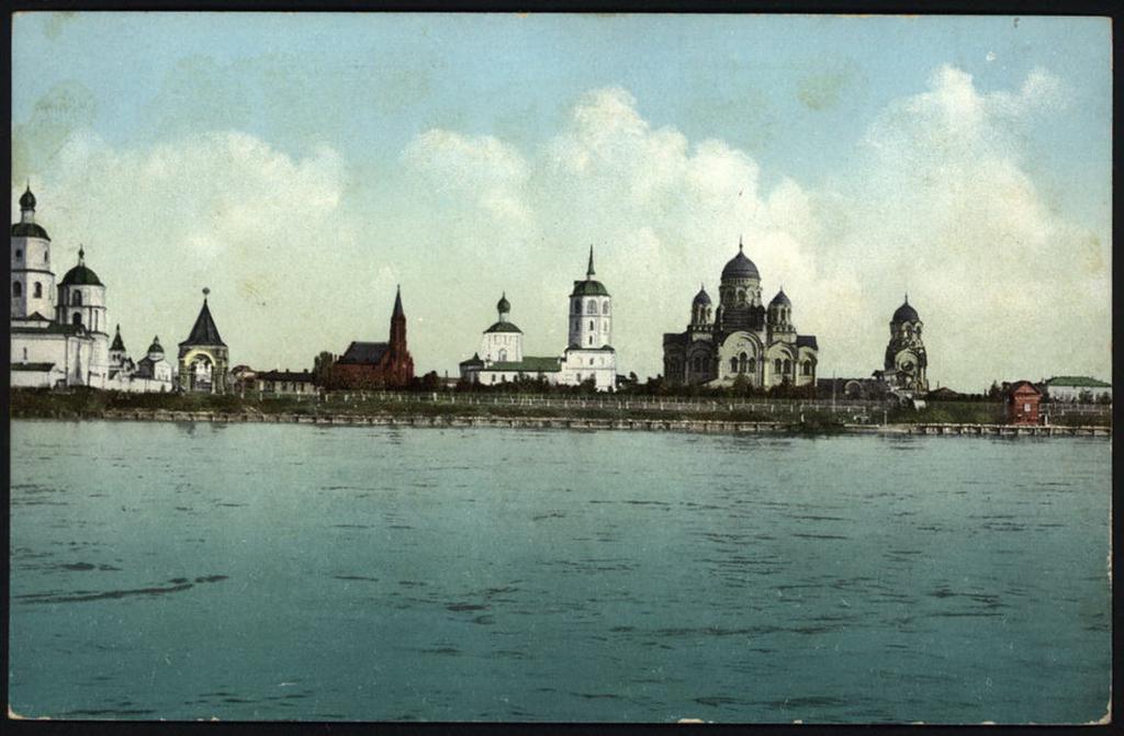 Вид на город с реки Ангары.