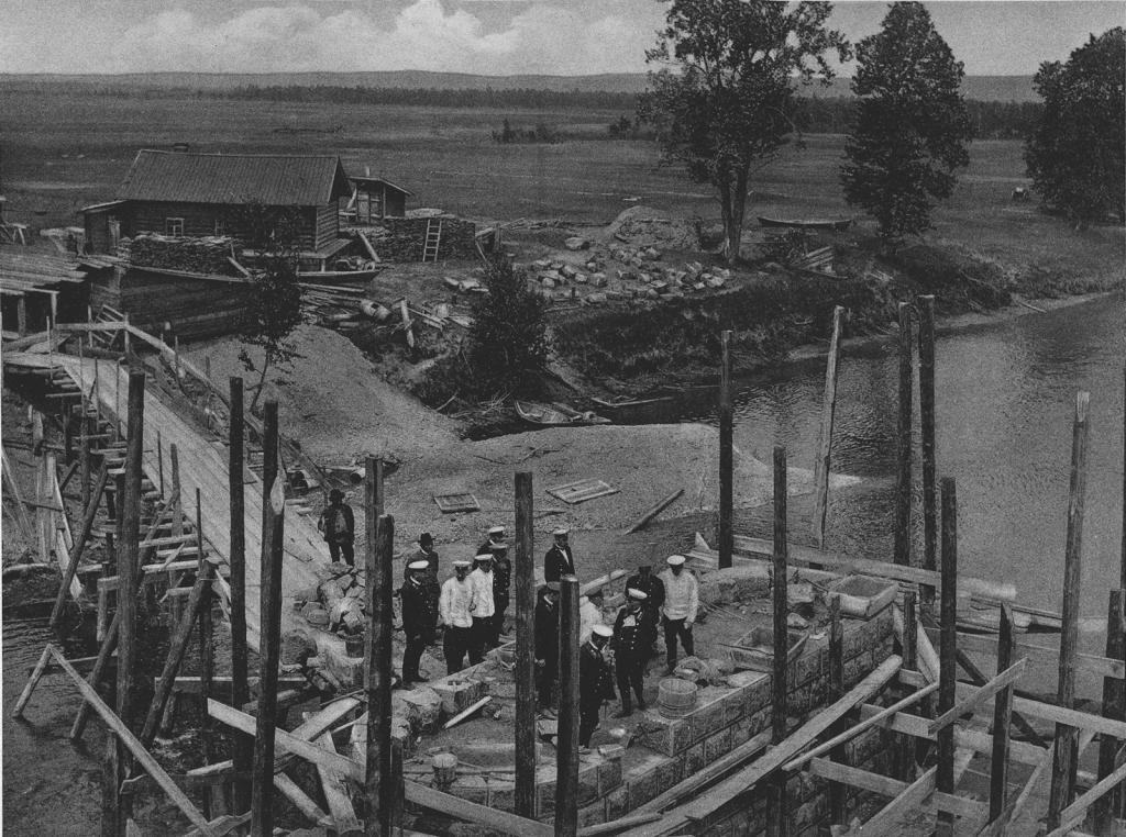 3021 верста. Осмотр комиссией работ по возведению быка моста через р. Китой. Строительный период 1910 г.