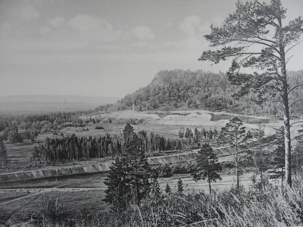 2580 верста. Вид на косогор со стороны моста через р. Мару. Строительный период 1909 г.