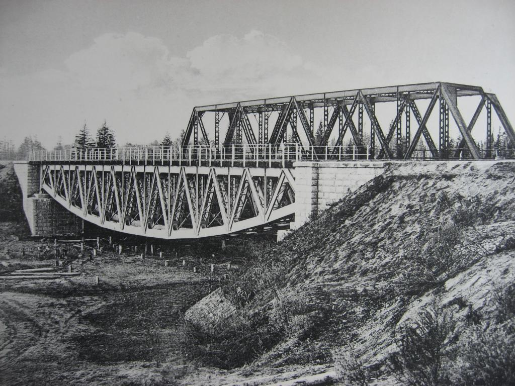 2444 верста. Вид на мост через р. Окульшет. Строительный период 1910 г.