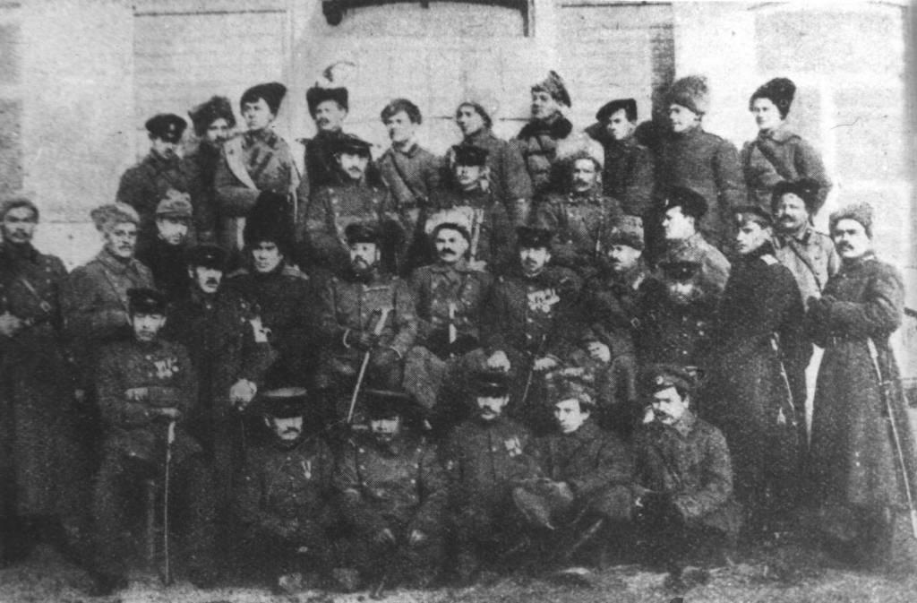 Атаман Семенов и члены его штаба с японскими военными.1918