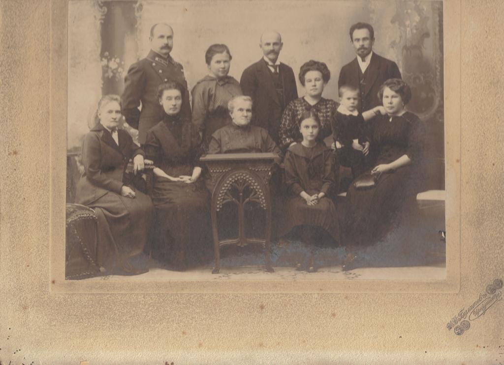 Александра Сошникова в семьей