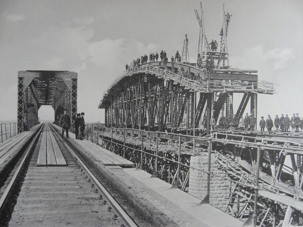 3021 верста. Фермы нового моста через р. Китой. Строительный период 1910-1911 гг.