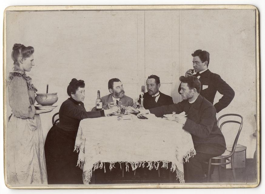 Домашняя трапеза. Иркутский купец В.М. Посохин.1910