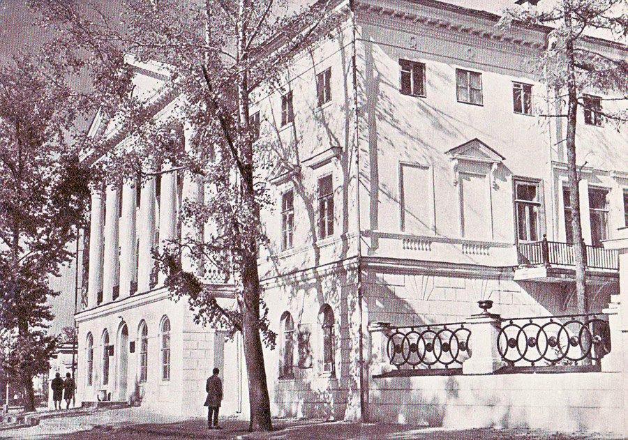Фундаментальная библиотека Гос. Универ. им. А.А. Жданова. 1966