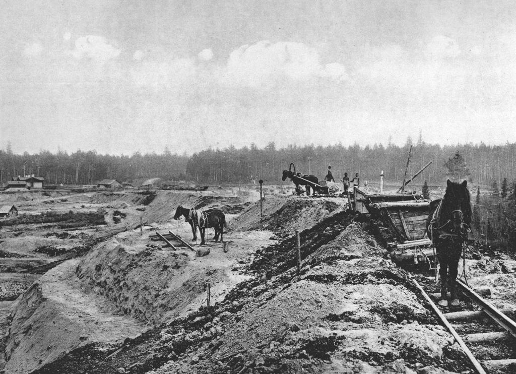 2483 верста. Пополнение просадки насыпи на реке Моховой. Строительный период 1910 г.