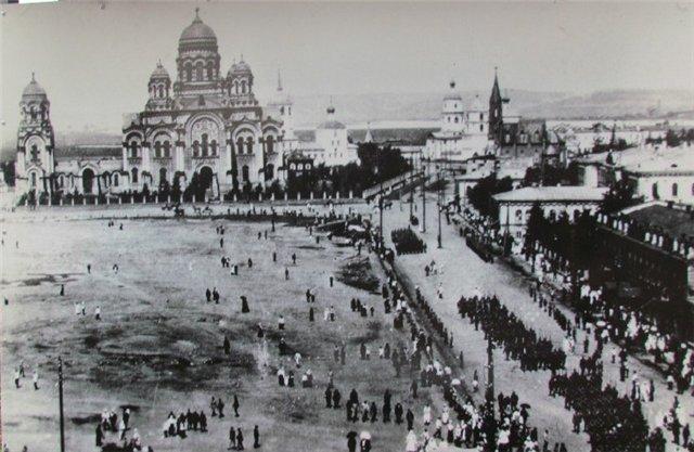Чехи на Тихвинской площади.