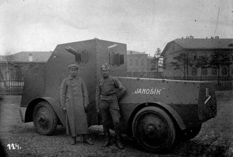 Бронеавтомобиль в деревне Нарва Красноярского края в июне 1919 года.