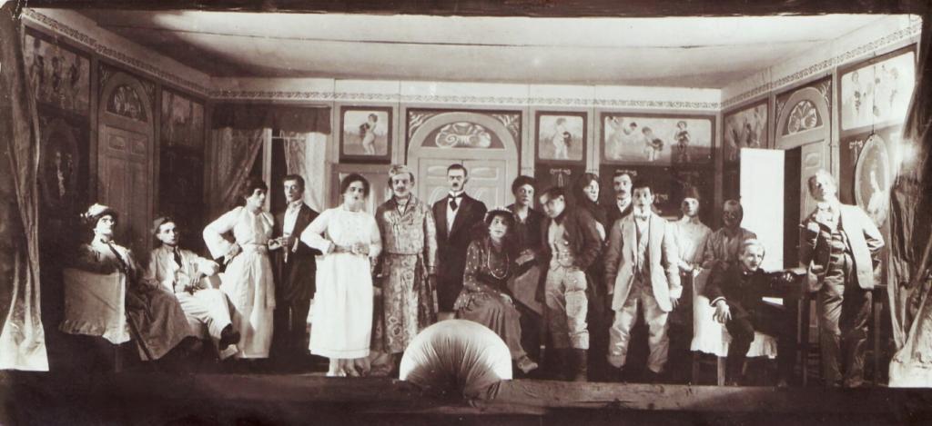 Театральная постановка для чехословацких солдат
