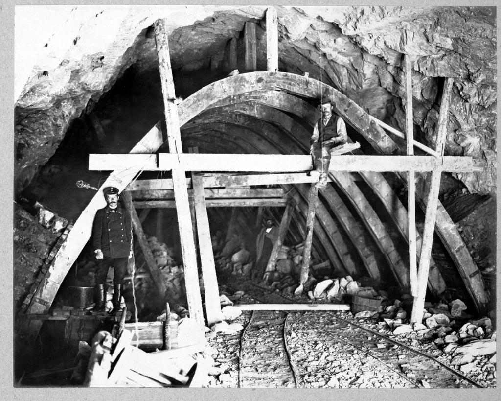 Кладка свода тоннеля №30 на 59 версте.