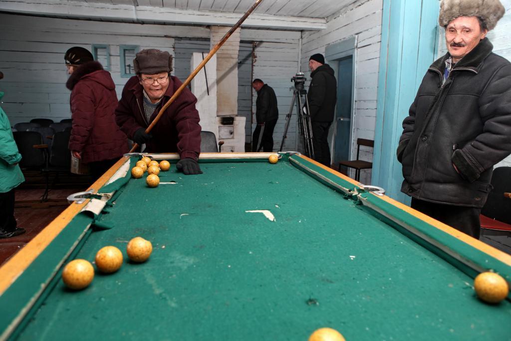 Бильярд в местном клубе еще с советских времен