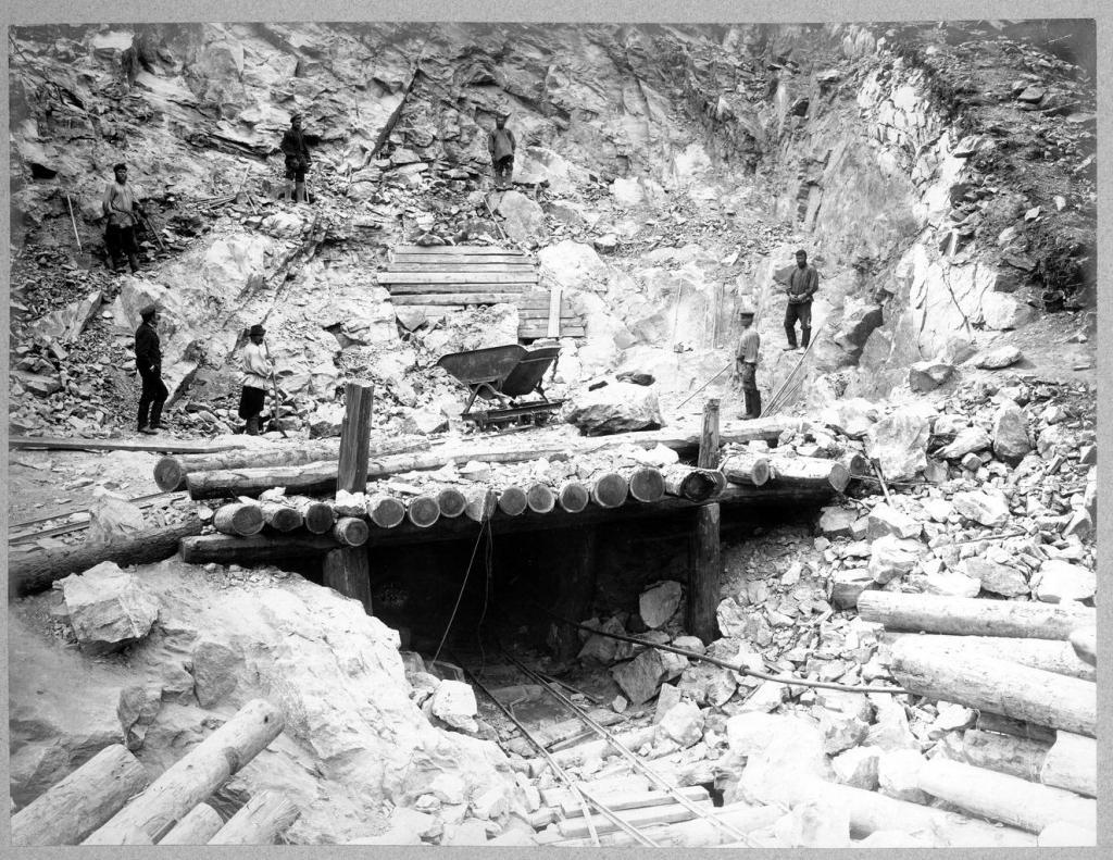 Строительство тоннеля.