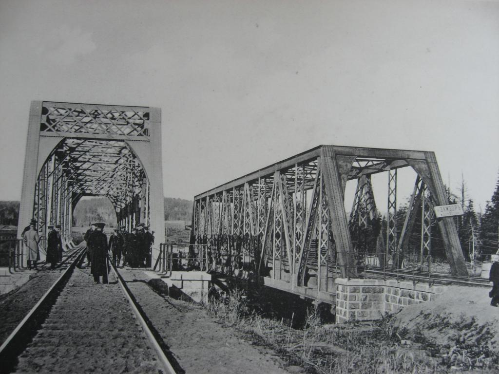 2528 верста. Вид на мост через р. Замзор. Строительный период 1910 г
