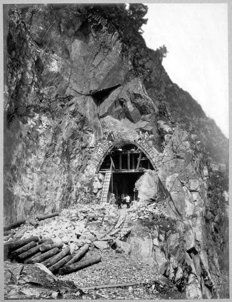 Постройка тоннеля №38 на 72 версте.