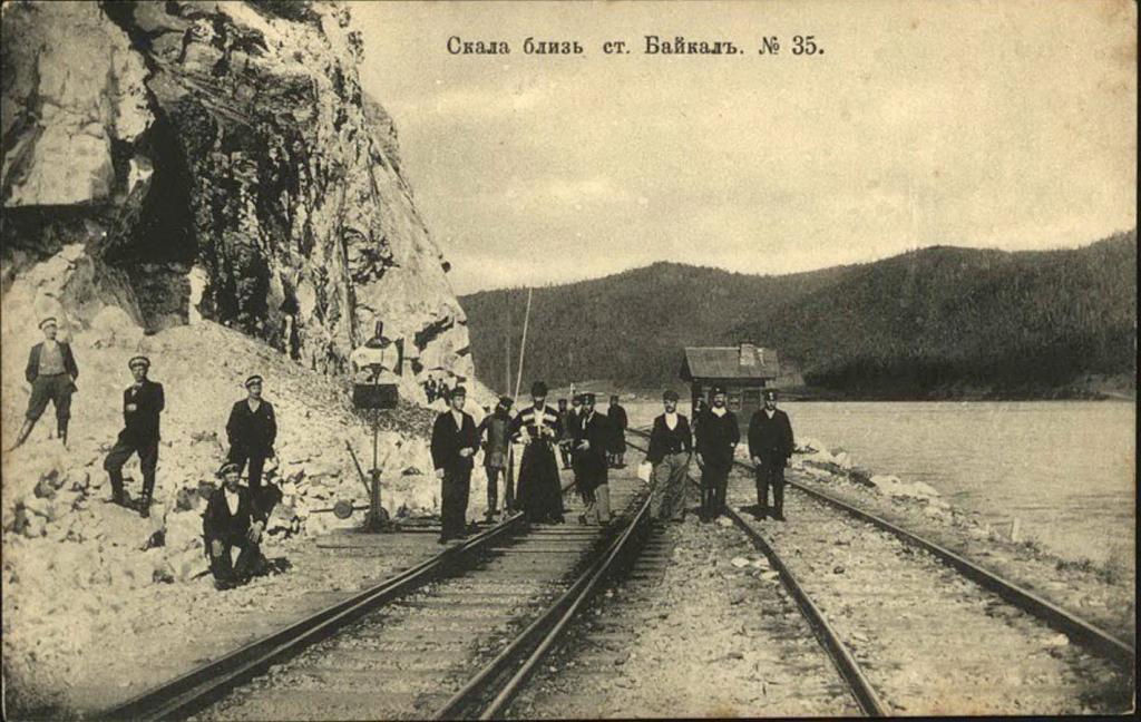 Скала близ станции Байкал