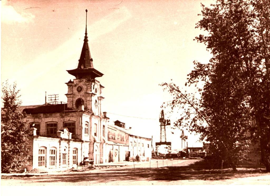 Каменное здание спичечной фабрики в с. Усолье