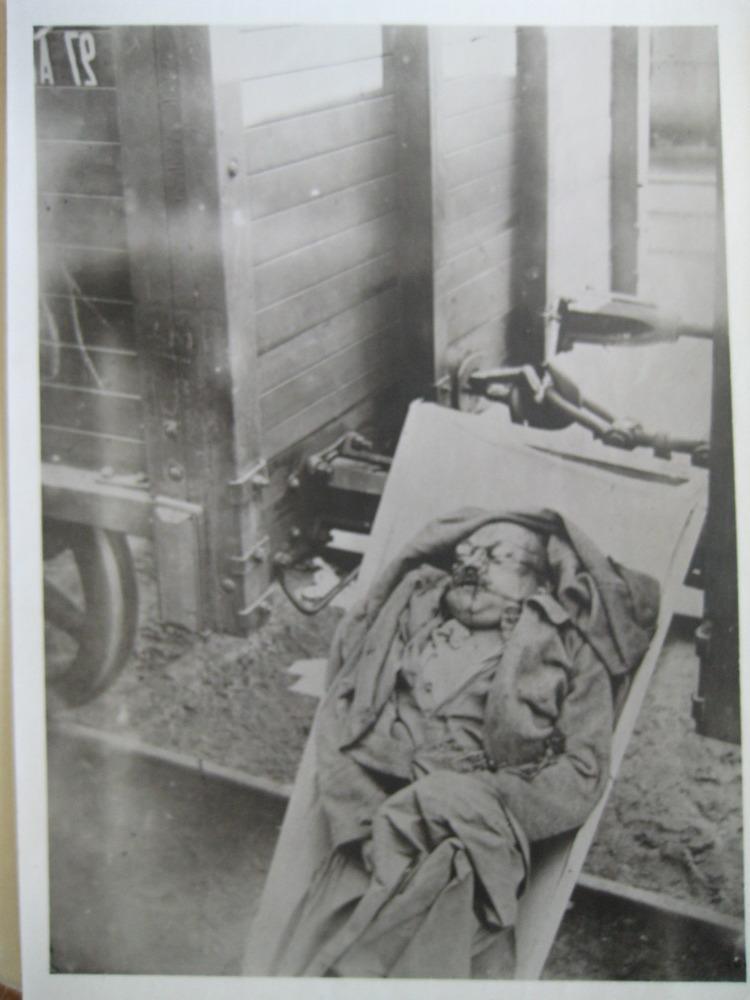 Изуродованное тело в повозке около железнодорожного пути