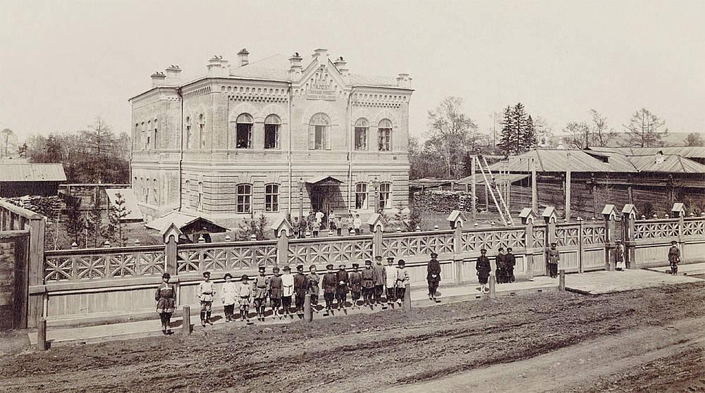 Знаменская начальная школа на Малыгинской улице. Фото П. А. Милевского. 1890-е.