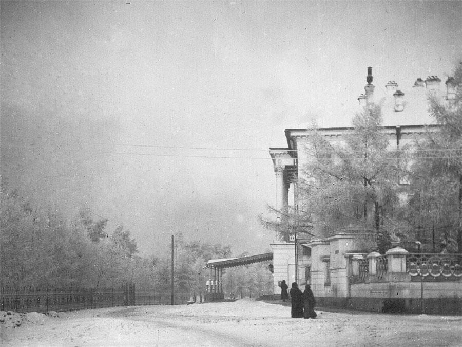 Резиденция генерал-губер¬наторов Восточной Сибири и Александровский сад зимой. Фото И.М. Портнягина. 1910-е