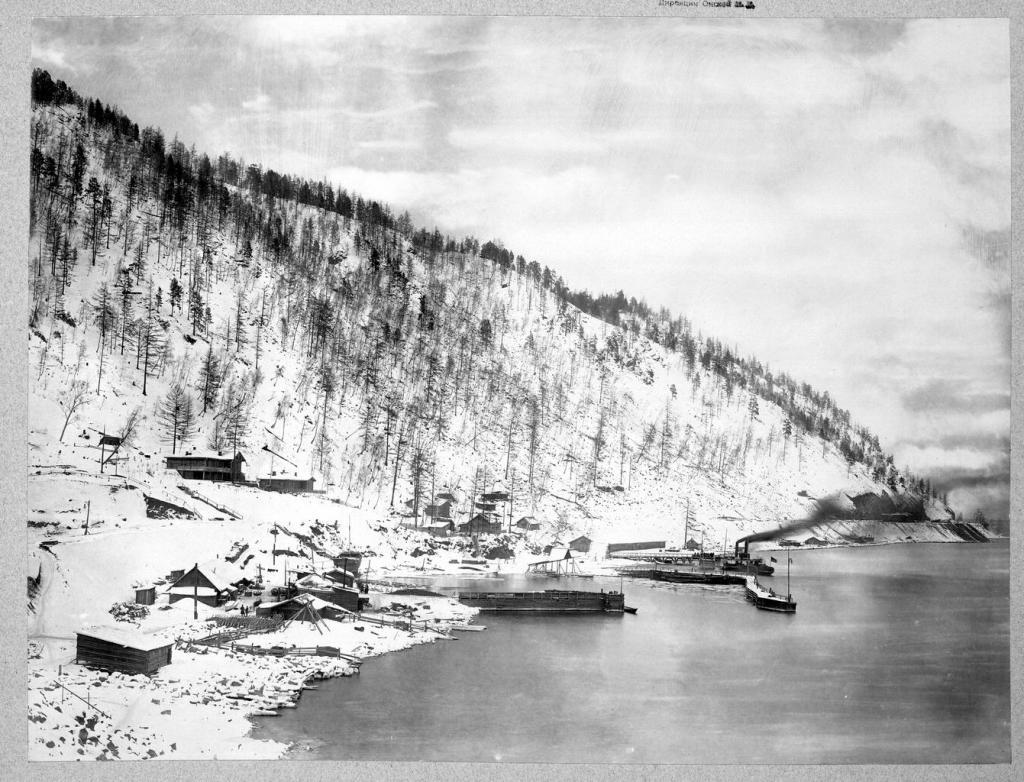 Пристань на озере Байкал зимой.