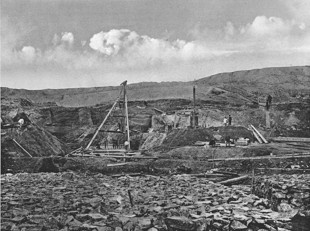 2572 верста. Вид на работы по удлинению трубы у сплывшей насыпи. Строительный период 1910 г