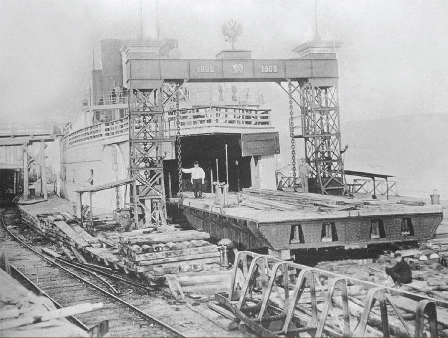 Сборка ледокола-парома «Байкал» на Лиственичной судоверфи. 1900.